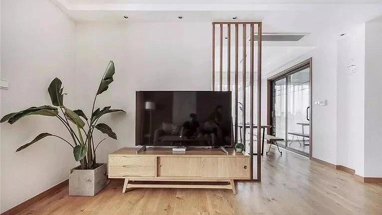 电视墙一定要对称吗?这样不对称也挺美的!